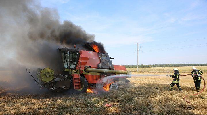 Ugniagesiai ūkininkams linki ne tik gero derliaus, bet ir saugios javapjūtės